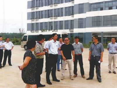 宿豫区委常委、副书记、副区长李春华莅临抓饭直播看球视察